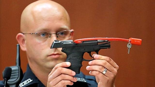 Kalapács alatt a gyilkos fegyver – ilyet még nem látott