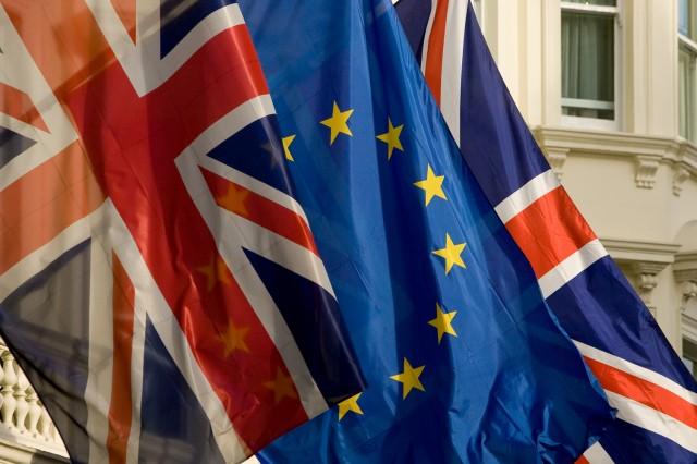 Második aláírásra gyúrnak a britek