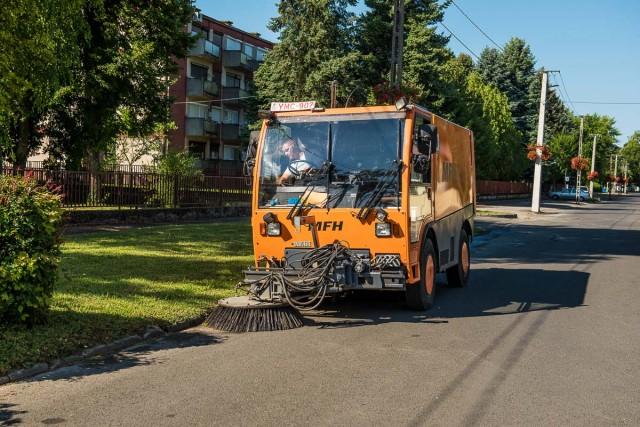Újra gépek takarítják Harkány utcáit
