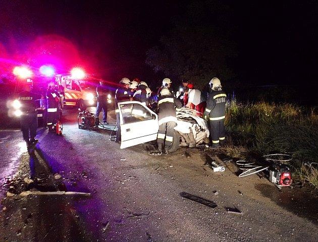 Személyautó és kisbusz ütközött össze vasárnap hajnalban a Nagybajom és Jákó közötti úton. Könnyebb sérülések.