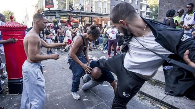 Botrányba fulladt a Notting Hill-i karnevál