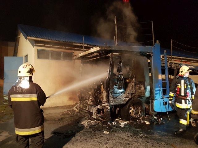 Kiégett egy kamion