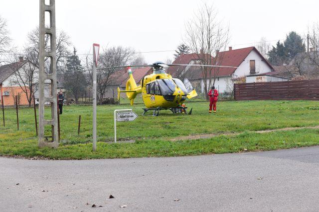 Idős emberért érkezett a mentőhelikopter