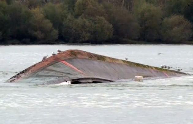 Süllyed egy hajó a Dunán, eltűnt a személyzet