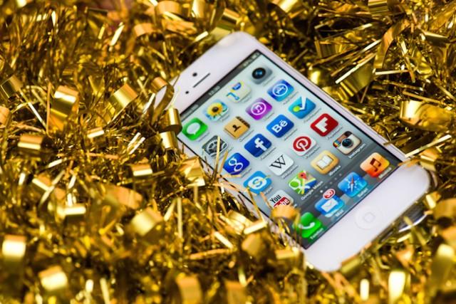 Minden harmadik karácsonyfa alatt lesz mobiltelefon