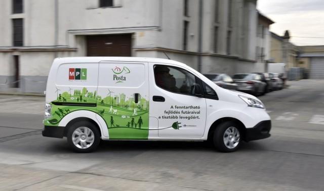 Elektromos autókkal szállít a Posta