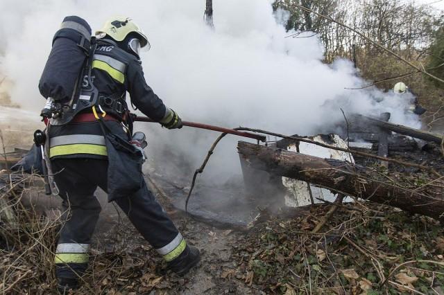 Holttestet találtak a leégett faház romjai között