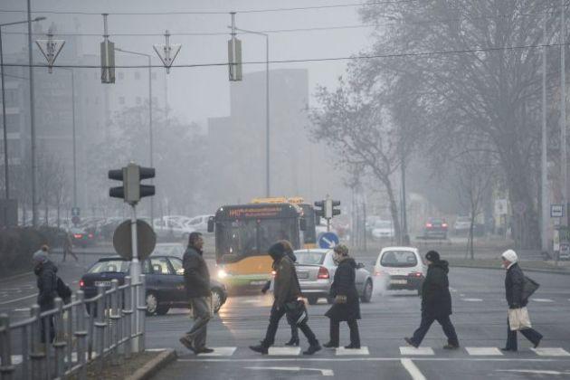 Nyíregyházán délelőtt lépett életbe a füstködriadó tájékoztatási fokozata. Fotó: Balázs Attila, MTI