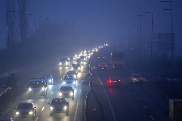 Budapesten elrendelték a 0-4 jelölésű illetve a forgalmiban jelölés nélküli környezetvédelmi osztályú járművek közlekedési tilalmát.