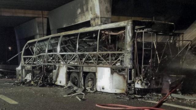 Tizenhatan haltak meg a magyar iskolásokat szállító busz balesetében