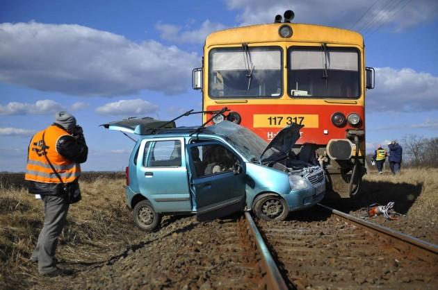 Meghalt annak az autónak a vezetője, aki Hajdúböszörménynél ütközött egy vonattal szombaton. Fotó: Czeglédi Zsolt, MTI