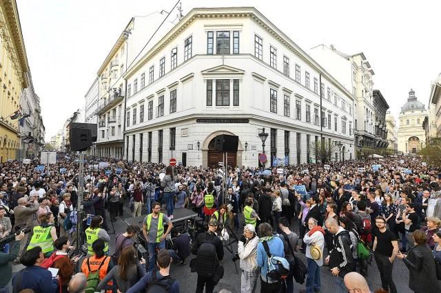 Tüntetés kezdődött a CEU miatt