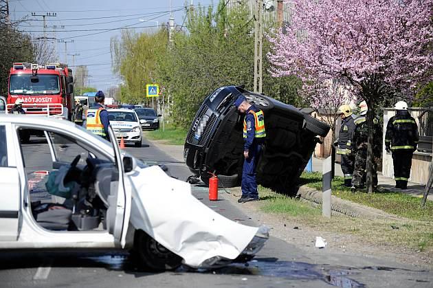 Három autó ütközött Gyálon, négyen sérültek meg. Fotó: Mihádák Zoltán, MTI