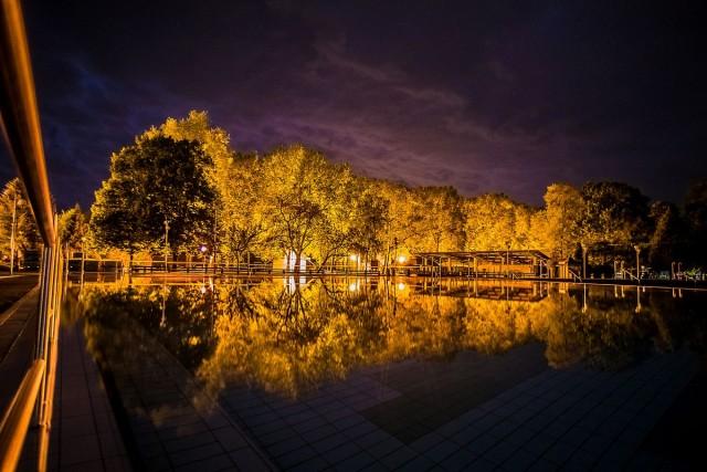 Álomszép képeken az éjszakai fürdő