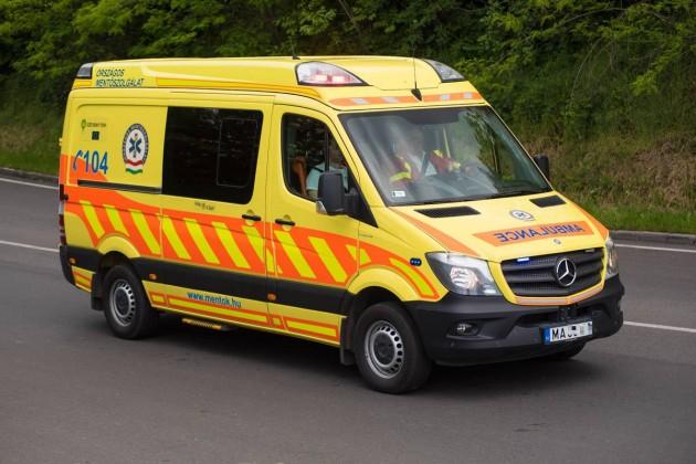 Béremelést kapnak a mentők és a rendőrök is