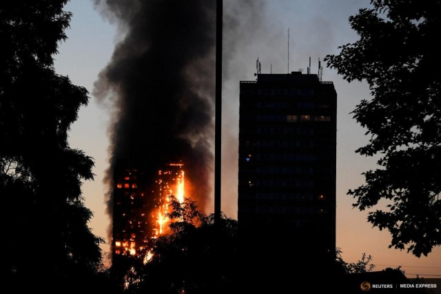 Hatan haltak meg a londoni tűzben