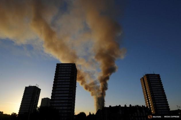 Lángokban áll egy londoni toronyház