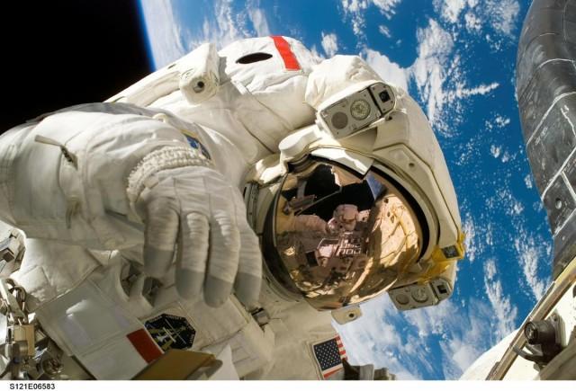 Háromszáz, eddig nem nyilvános filmet posztolt a NASA