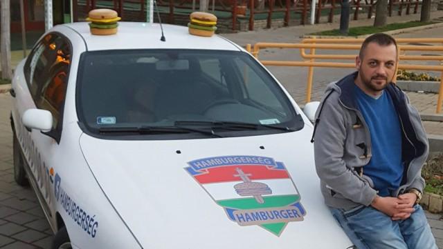 A vállalkozása autóját ajánlja fel egy rászoruló családnak a Hamburgerség vezetője