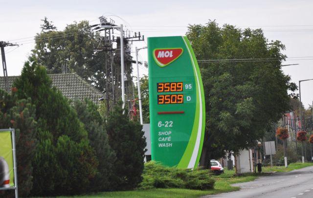 Rég drágult egy hét alatt ennyit a benzin
