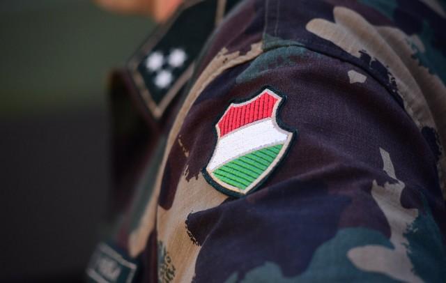 Húszezer tartalékos katonát akar a kormány
