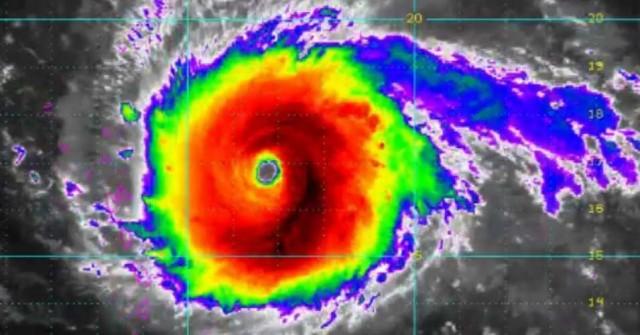 Elkezdték az evakuálást Floridában