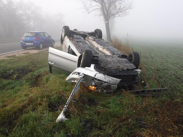 Két személygépkocsi ütközött szombat reggel Baracska közelében. Egy ember könnyebben sérült. fotó: katasztrófavédelem