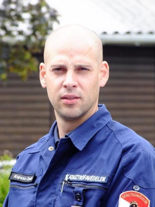 A magasból akart leugrani egy kisfiú Pécsen, tűzoltó mentette meg