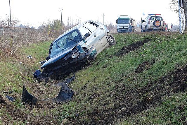 A sofőr és utasa is kirepült az autóból