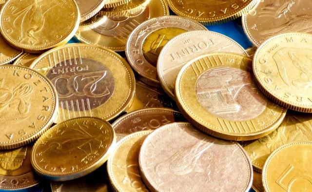 Két hét múlva emelkedik a minimálbér