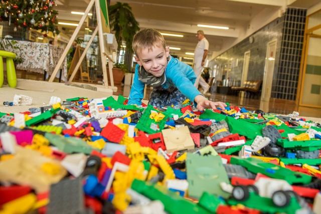 Kalózvilág, óriásdaru és pneumatika – beköltözött a Lego a fürdőbe