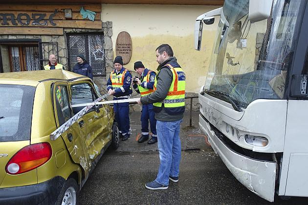 Halálos baleset történt pénteken Kecskeméten. A személygépjármű utasa a helyszínen életét vesztette. Fotó: Donka Ferenc, MTI