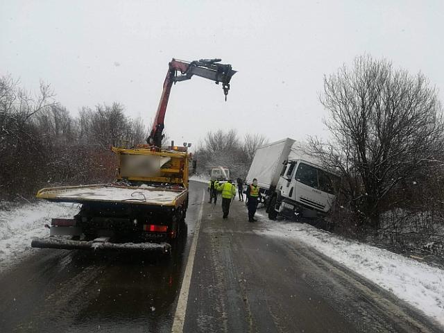 A sok baleset után jeges utakra figyelmeztet a rendőrség
