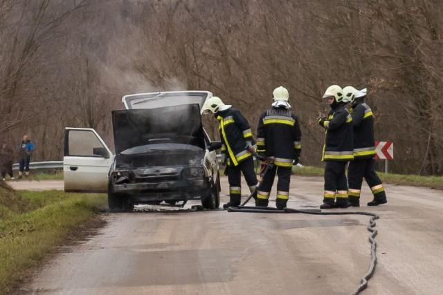Kiégett egy autó a garéi bekötőúton