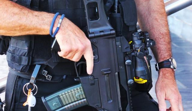 Fegyverrel támadt a kommandósokra az elnökválasztásra készülő terrorsita