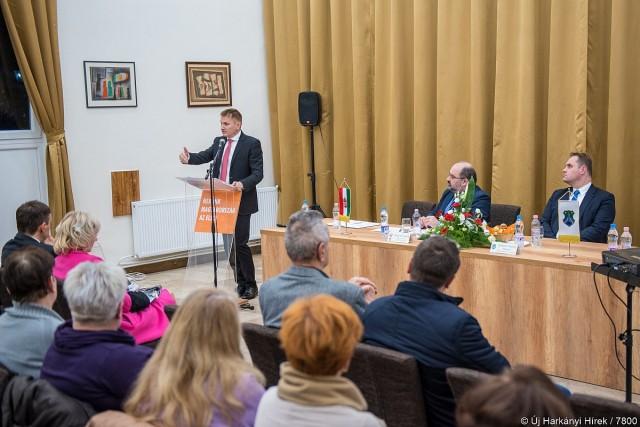 Ónodi-Szűcs: el kell jutni egy olyan színvonalra, hogy minden orvos Magyarországon maradjon