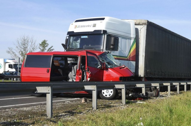 Több száz baleset, tíz halott a hosszú hétvégén