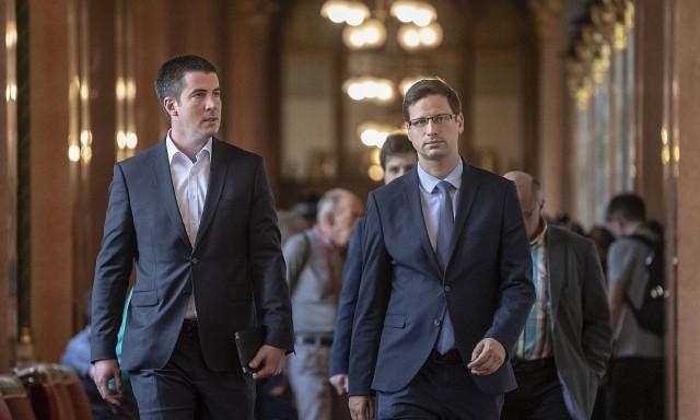 Kocsis Máté és Gulyás Gergely, a Fidesz alelnöke. Fotó: Szigetváry Zsolt