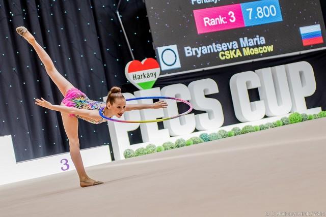 Elkezdődött a ritmikus gimnasztika versenye a sportcsarnokban