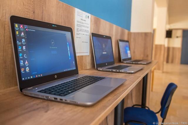 Digitális jólét: közösségi WiFi és laptopok kerültek ki