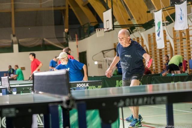 Új-Zélandról is érkezett versenyző a veterán pingpongversenyre
