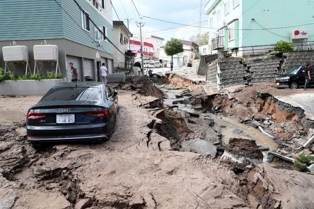 Földrengés bénította meg fél Japánt