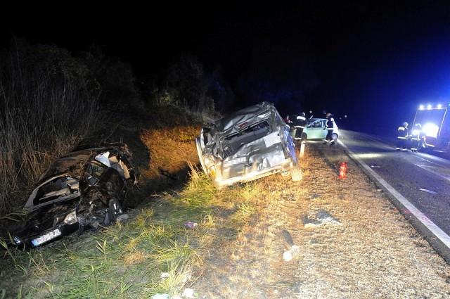 Vácnál három autó ütközött vasárnap. Egy felnőtt és egy gyermek súlyos, további három ember könnyebb sérülést szenvedett. Fotó: Mihádák Zoltán, MTI