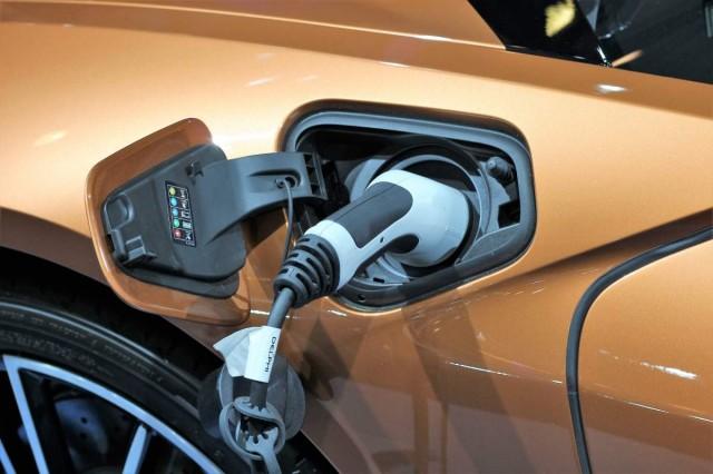 Újra lehet pályázni elektromos autó vásárlására
