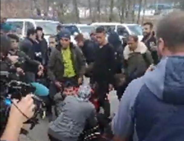 Kövek és könnygáz szállt a boszniai-horvát határon