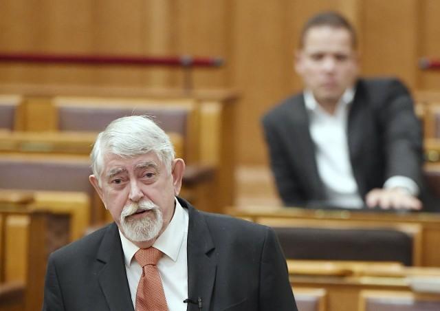 Kásler Miklós, az emberi erőforrások minisztere az Országgyűlés plenáris ülésén Fotó: Koszticsák Szilárd, MTI