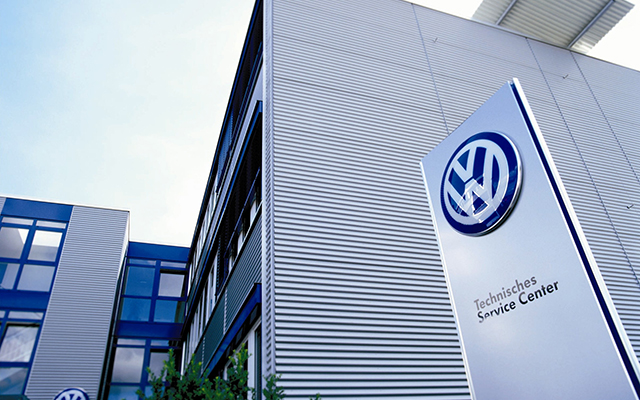 Az elektromos autózásra áll át a Volkswagen
