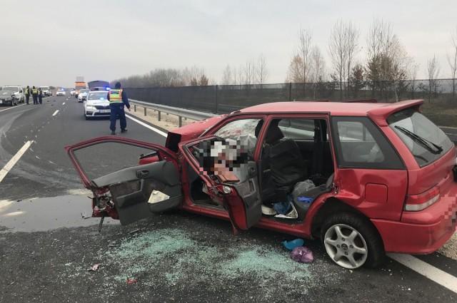 Halálos baleset az M6 autópályán, két ember meghalt. fotó: rendőrség