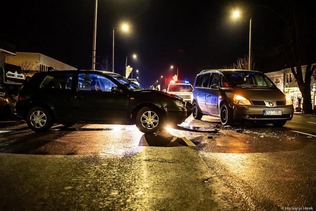 Két autó ütközött a Kossuth utcában