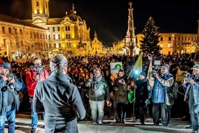 Tüntetők Pécsen 2019. január 4-én. Fotó: Kacsúr Tamás, 7800